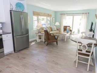 1 BR Siesta Key Steps to Beach