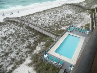 Navarre Beach decks directly on Gulf