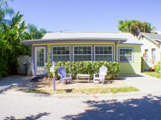 Cozy Bungalow a Block from Sunset Beach