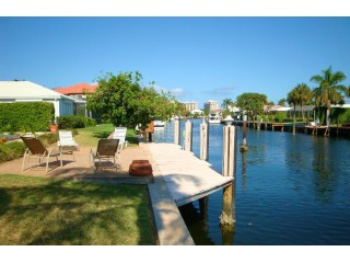 Great Rates Spacious Waterfront Pool Home