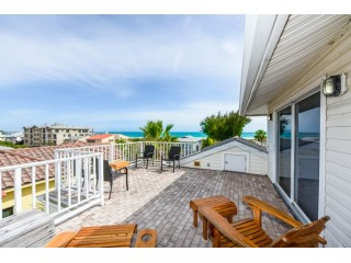 SLEEPS 12. Amazing Gulf Views. Elevator and Roof Top Deck.
