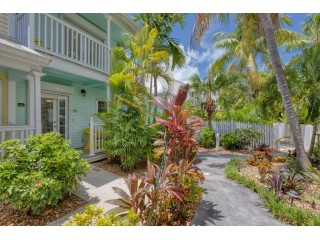 2 Bedroom Townhome in Truman Annex Key West with Pool!