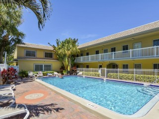 2BR Condo Across From St. Pete Beach Walk to Dining & Shopping