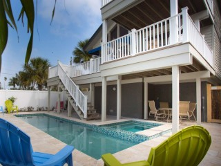 Large Beach House in Historic Pass-a-Grille. Private Pool.